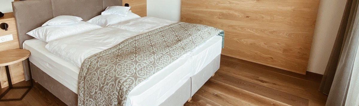 Best Hybrid Mattress Made in the USA (2020): Reviews and Buyer's Guide